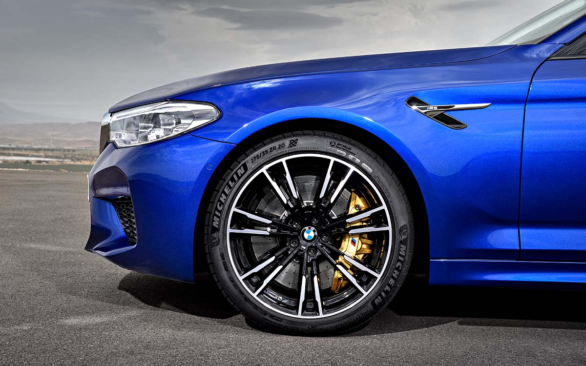 BMW M5 trompa lateral fx