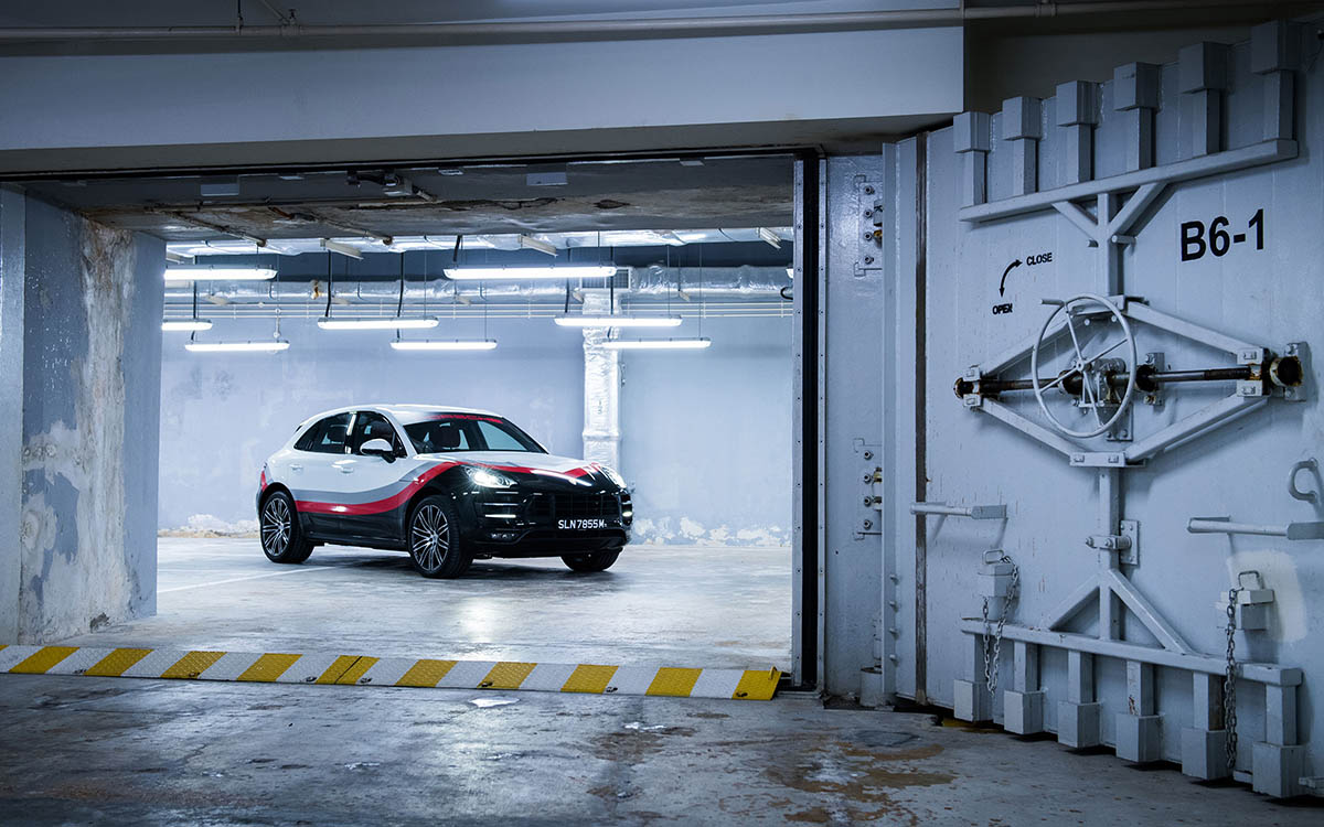 Porsche Macan Turbo Performance Package garage 3 4 fx