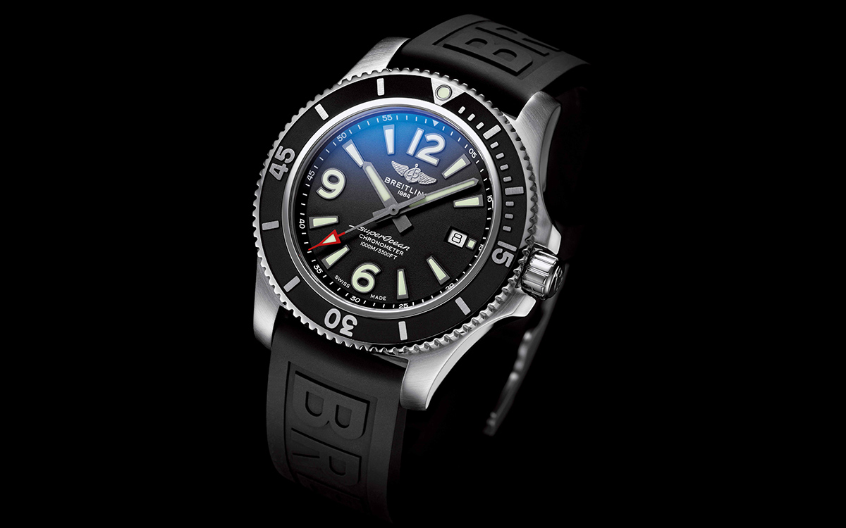 Superocean 44 with black dial and black Diver Pro III rubber strap fx