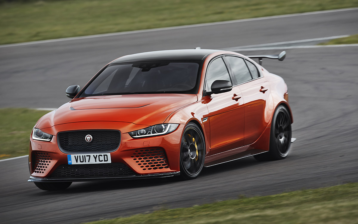Jaguar XE SV Project 8 Curva fx