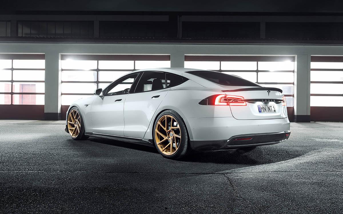 Tesla S by NOVITEC